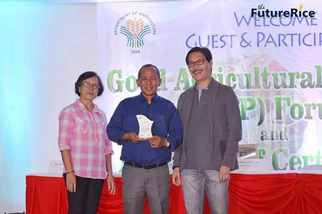 Roger Barroga (center), FutureRice Program Leader, is awarded the plaque of recognition by Dr. Irene M. Adion (left), OIC-Regional Technical Director for Research and Regulation, and Engr. Roy M. Abaya (right), Regional Executive Director of Department of Agriculture-Regional Field Office (DA-RFO) III.